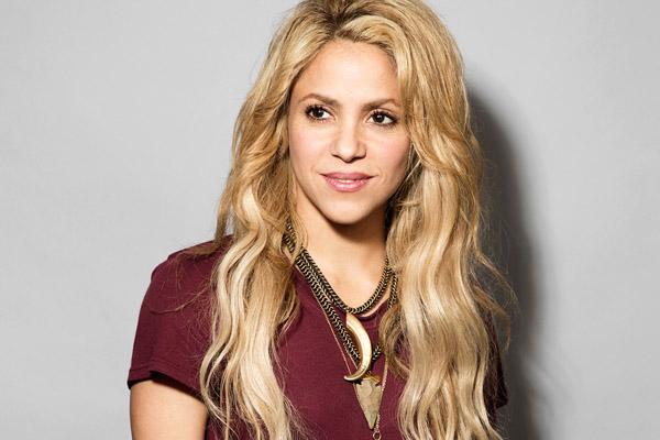 Shakira se opera cuerdas vocales