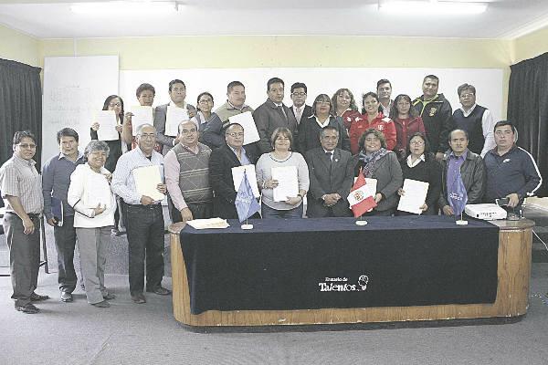 Ugel Ventanilla distingue a 42 docentes chalacos