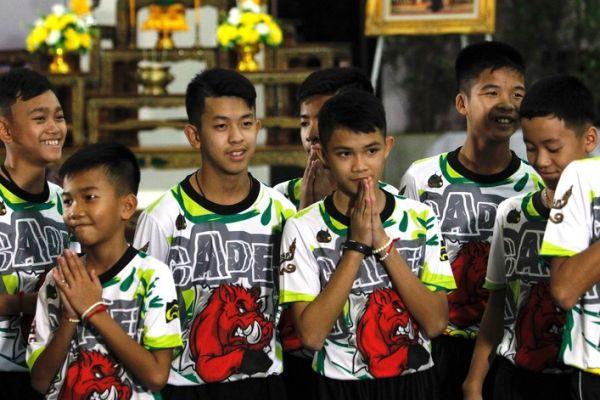 Tailandia: Doce niños y su entrenador de fútbol son dados de alta
