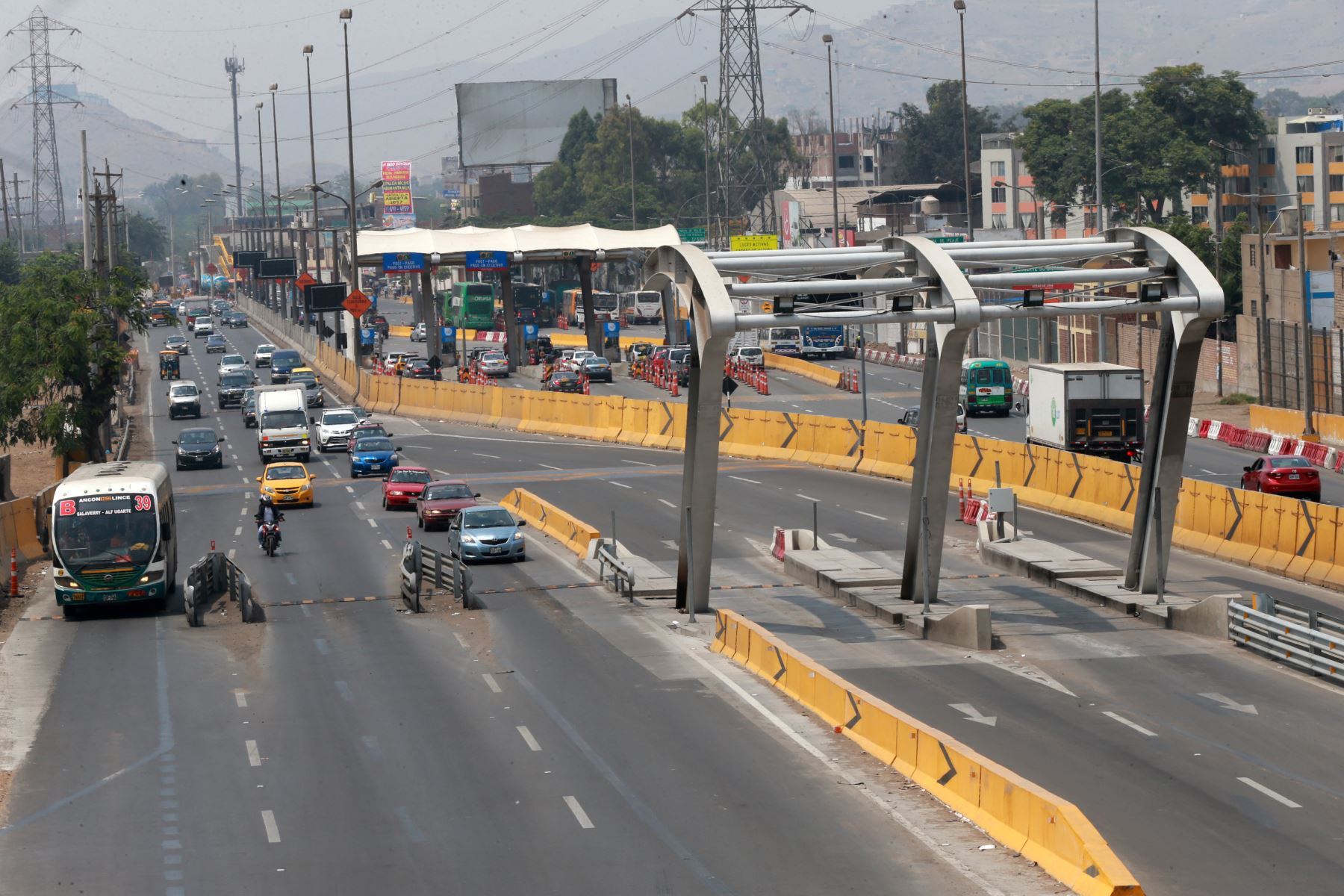 Tránsito vehicular fluido en Puente Piedra tras retirar casetas de peaje