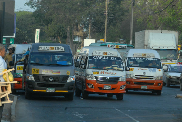 Quispe Candia: Hay que retirar combis de las calles de Lima
