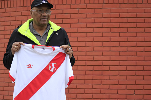 """Exigen a Velásquez retractarse por afirmar """"echada"""" en el Mundial del 1978"""
