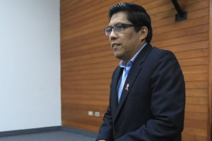 Propuesta de Vicente Zeballos divide a parlamentarios