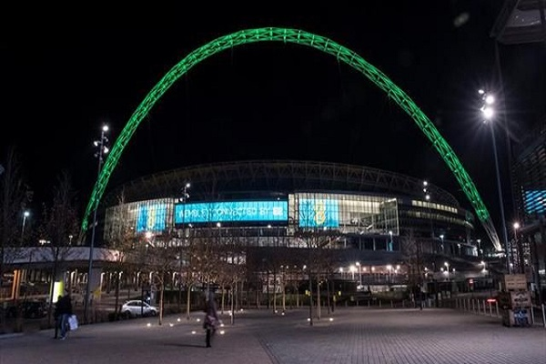 Homenaje al Chapecoense: Wembley ilumina de verde su arco (VIDEO)