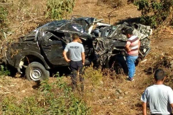 Piura: Tres personas fallecieron luego que vehículo se despistara y cayera a un abismo