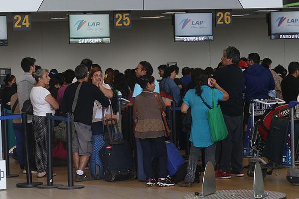 Aerolínea chilena deja varados a 2 mil usuarios por cancelar vuelos