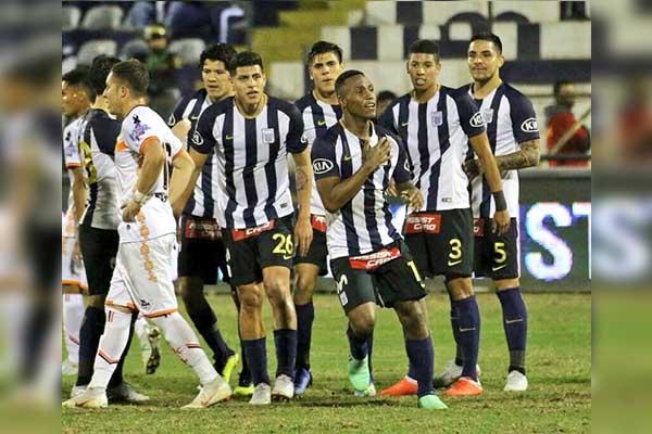 Alianza Lima vence con lo justo al Ayacucho FC (1-0) ayer en Matute