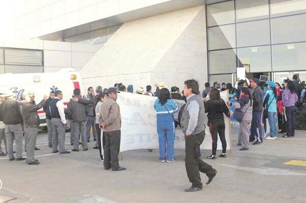 Arequipa: Maestros en huelga toman aeropuerto Alfredo Rodríguez Ballón