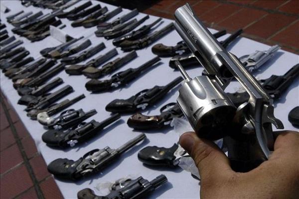 Incautan más de 100 armas de fuego a general de la FAP
