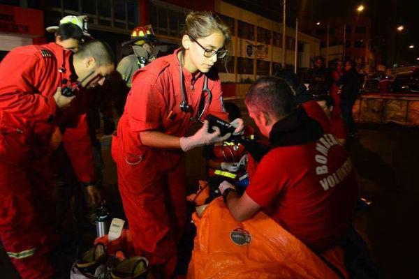 Incendio en Mesa Redonda: aspirante a Miss Perú es bombero voluntaria