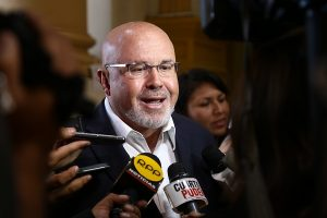 Bruce: Denuncias no comprometen a Saavedra