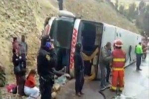 Ayacucho: Volcadura de bus deja un muerto y 14 heridos