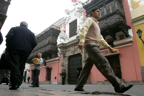Gobierno peruano nombra a tres nuevos embajadores