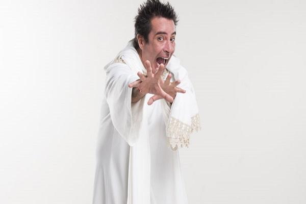 Carlos Carlín está en el teatro interpretando a 'Dios'