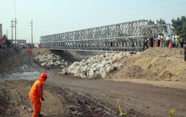 Chosica: Instalan puente Bailey sobre río Huaycoloro