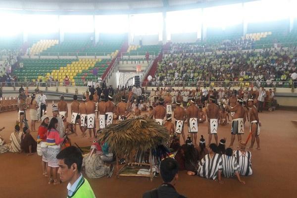 Papa Francisco se reúne con comunidades nativas en Puerto Maldonado