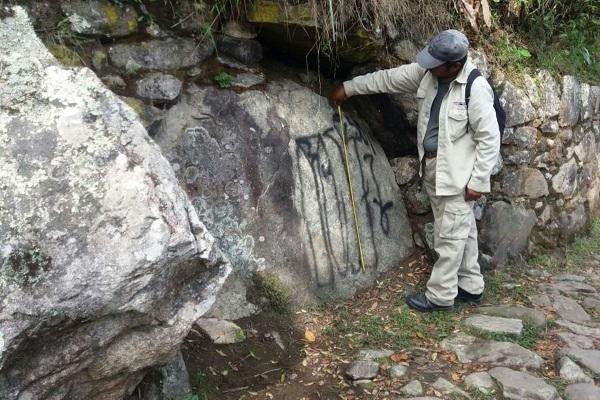 Pintan muros de Machu Picchu