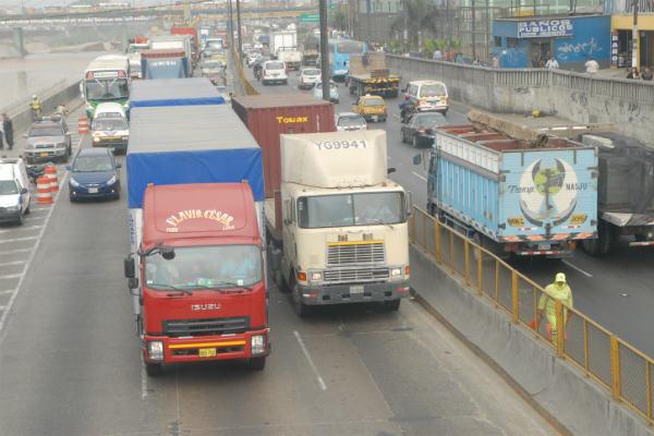 Transportistas anuncian huelga nacional indefinida por alza del ISC