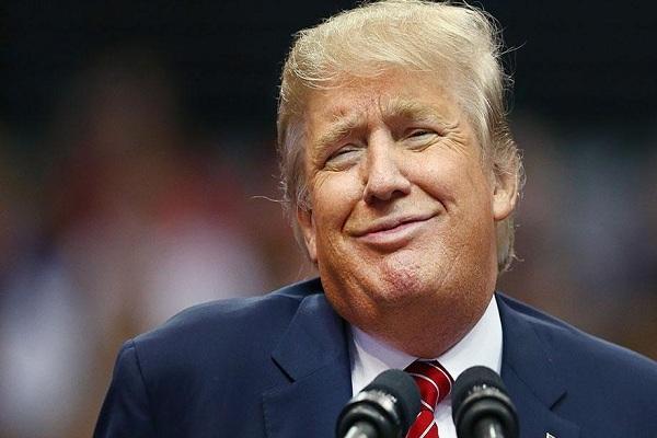 """Trump felicita a todos por Año Nuevo, incluidos sus """"enemigos"""""""