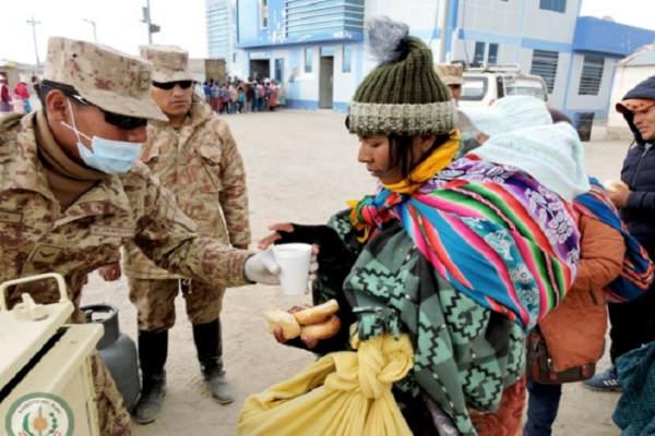 Tacna: Ejército brinda ayuda social a pobladores afectados por las heladas