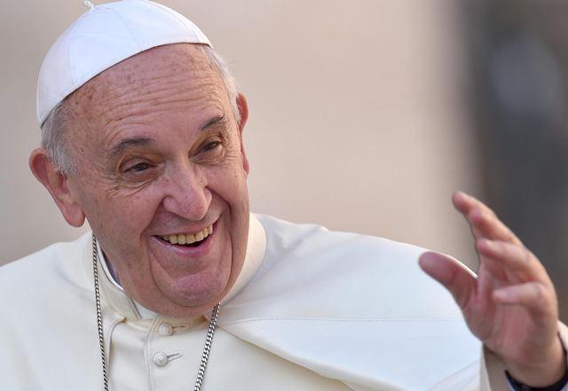 Papa envió una carta a escritora gay