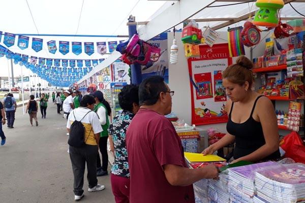 Útiles a bajos costos en la Feria Regional del Callao