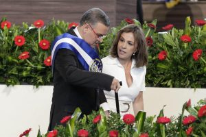 Ordenan captura de expresidente salvadoreño Mauricio Funes