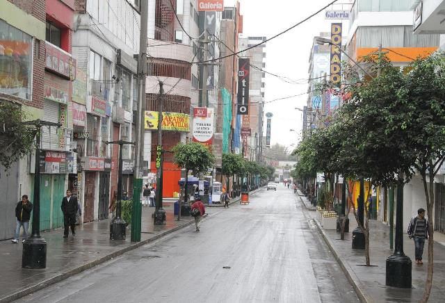 Ambulantes son retirados de Gamarra
