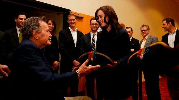George Bush padre: Actriz revela que fue acosada sexualmente por el expresidente