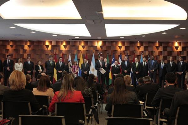 Piden a Maduro suspender elecciones