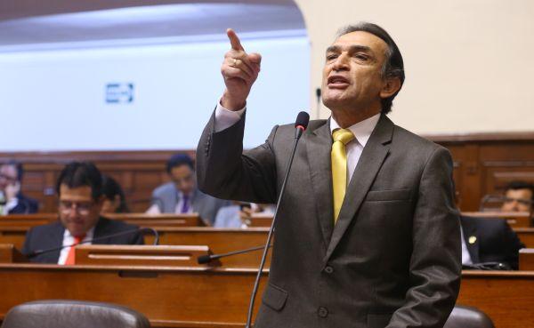 "Héctor Becerril: ""Frente Amplio siempre está apoyando a terroristas"""