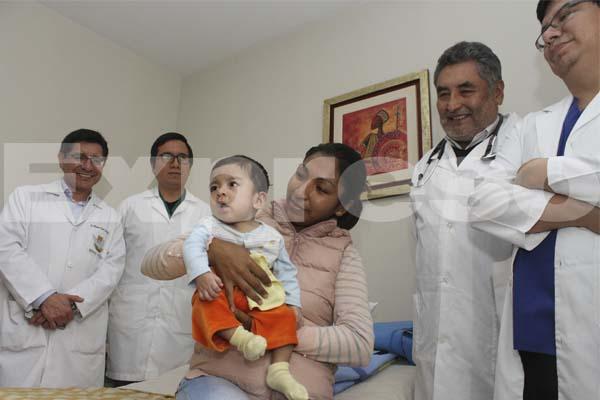 Médicos peruanos salvan vida de bebé con pulmón artificial [FOTOS]