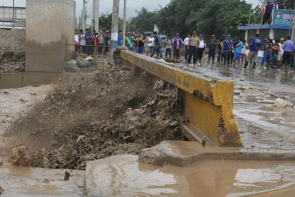 Lluvias, huaicos e inundaciones provocan un desastre nacional