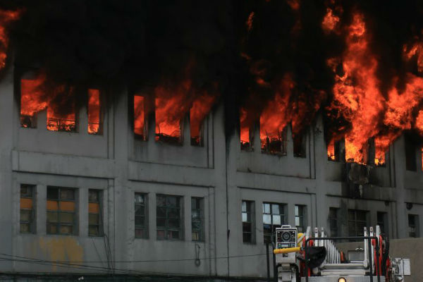 Incendio en galería Nicolini: Explosiones se registraron en el lugar