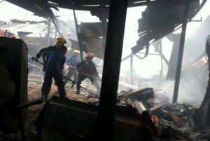 Indonesia: Más de 40 muertos y 43 heridos en incendio de fábrica de fuegos artificiales