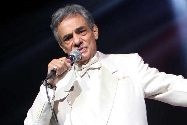 Hospitalizan de emergencia a cantante José José