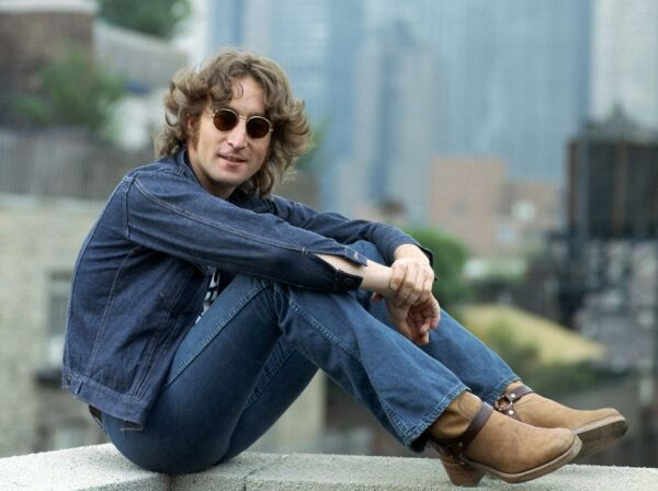 John Lennon: venden disco que autografió a su asesino