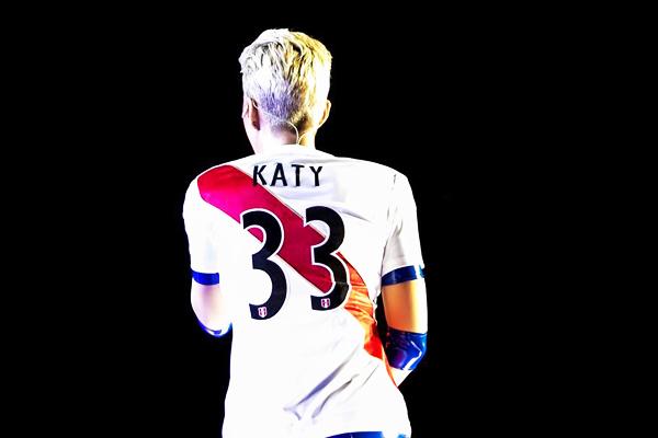 Katy Perry se puso la camiseta de la selección