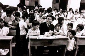 Kenji Fujimori celebra el Día del Maestro con fotos junto a su padre