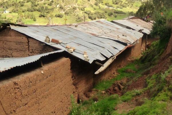 Cusco: Comunidad campesina en riesgo de desaparecer por aumento de grietas