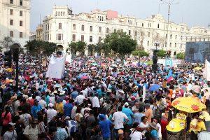 """""""Con mis hijos no te metas"""": Legisladores fujimoristas participaron en la marcha"""