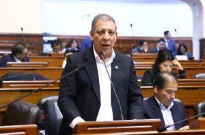 """Marco Arana: """"informe sobre Edgar Alarcón no decidirá su salida"""""""