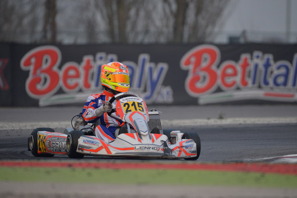 Matías Zagazeta se estrena en el Campeonato Europeo de Karting