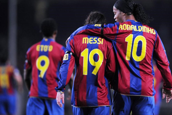 "Messi, Neymar, Pelé y Maradona agradecen por su ""magia"" a Ronaldinho"