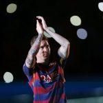 Messi obsequia camiseta a una anciana de Georgia