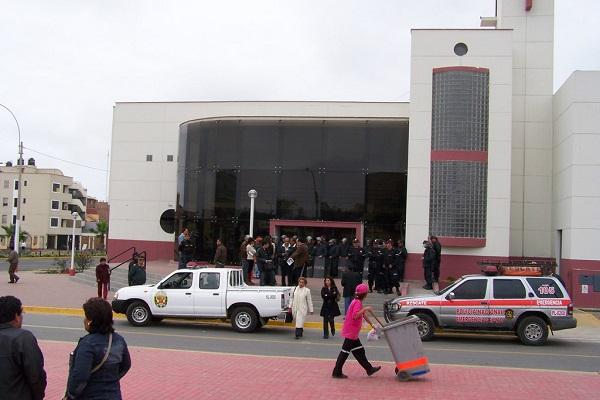 Contraloría interviene oficinas de municipio  chalaco de La Perla