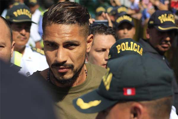 Chalacos apoyan a capitán de la selección Paolo Guerrero