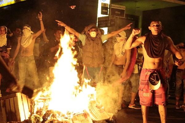 Paraguay se sume en crisis institucional tras violencia contra la reelección