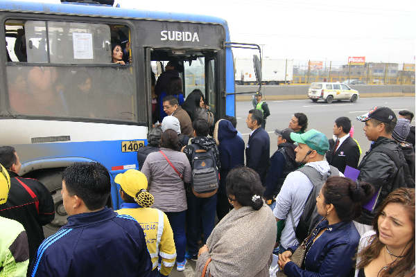 Transportistas acatan paro de manera parcial