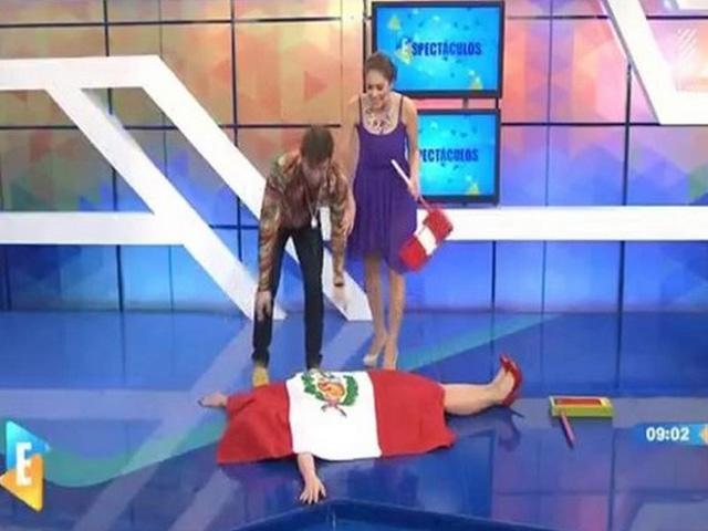 Utilizan bandera nacional como manta en programa de tv